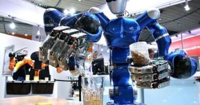 робот-бармен, роботы в ресторанном бизнесе, инновации пиво, технологии для бара